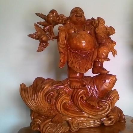 Phật Di Lặc cưỡi cá chép – Vác cành đào