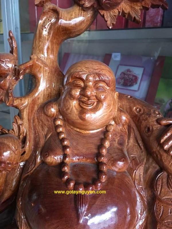 Tuong-phat-Di-Lac-go-huong