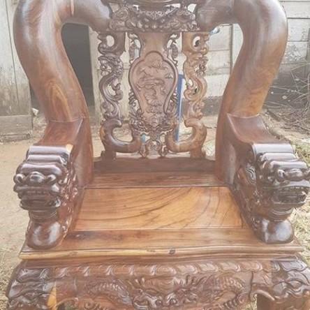 Bàn ghế gỗ Chiu Liu tay 18